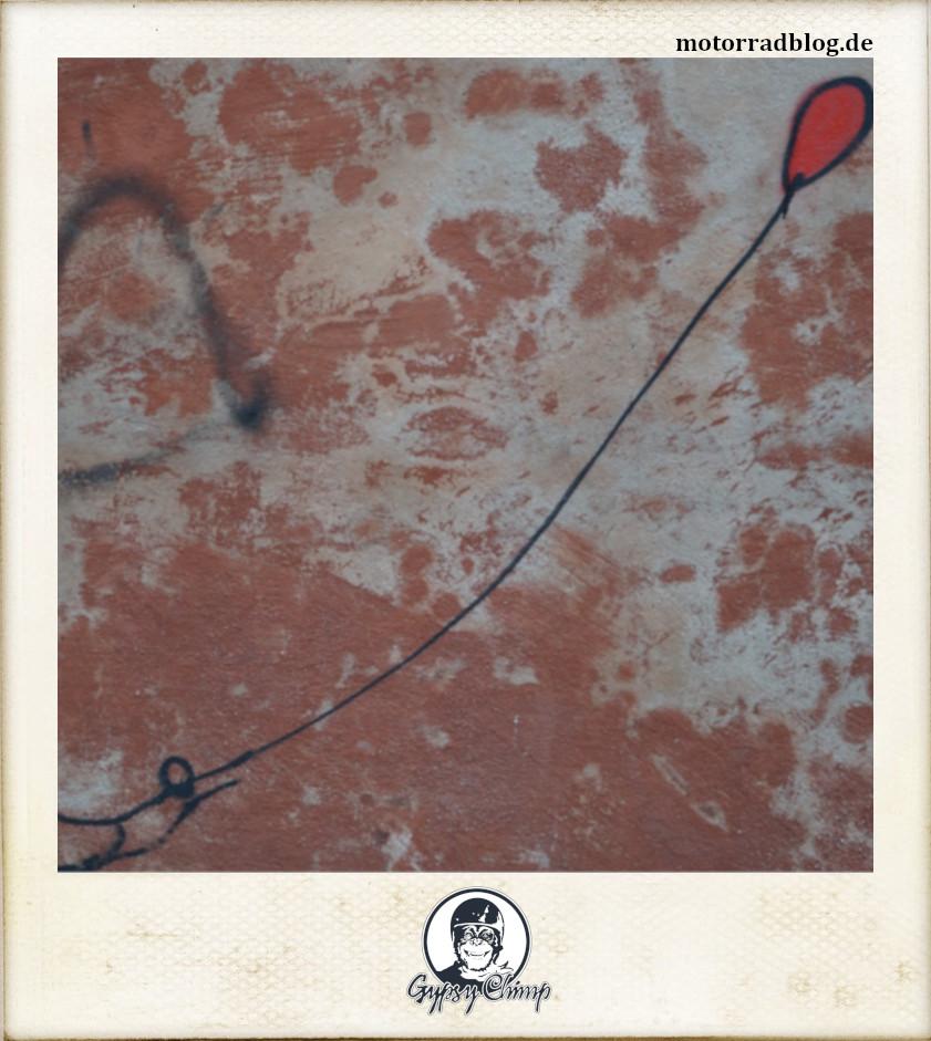 [Hier ist eigentlich ein Bild: Graffiti mit Luftballon.]