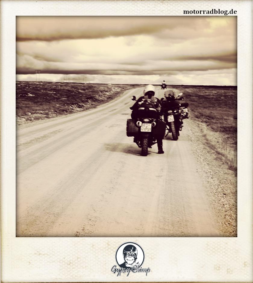 [Hier ist eigentlich ein Bild: drei Motorräder auf Piste.]