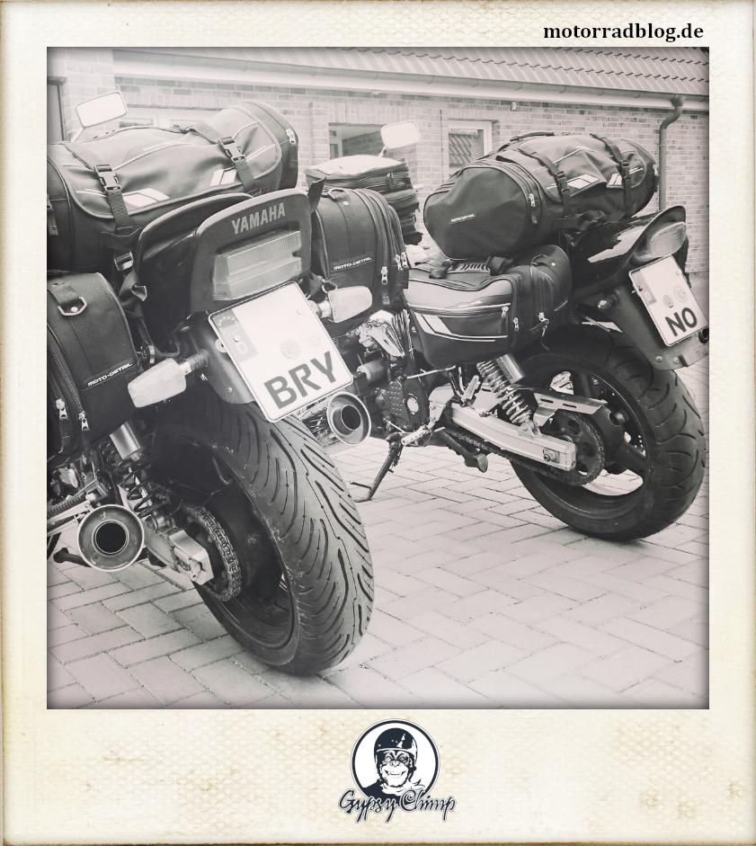 [Hier ist eigentlich ein Bild: zwei beladene Motorräder von hinten.]