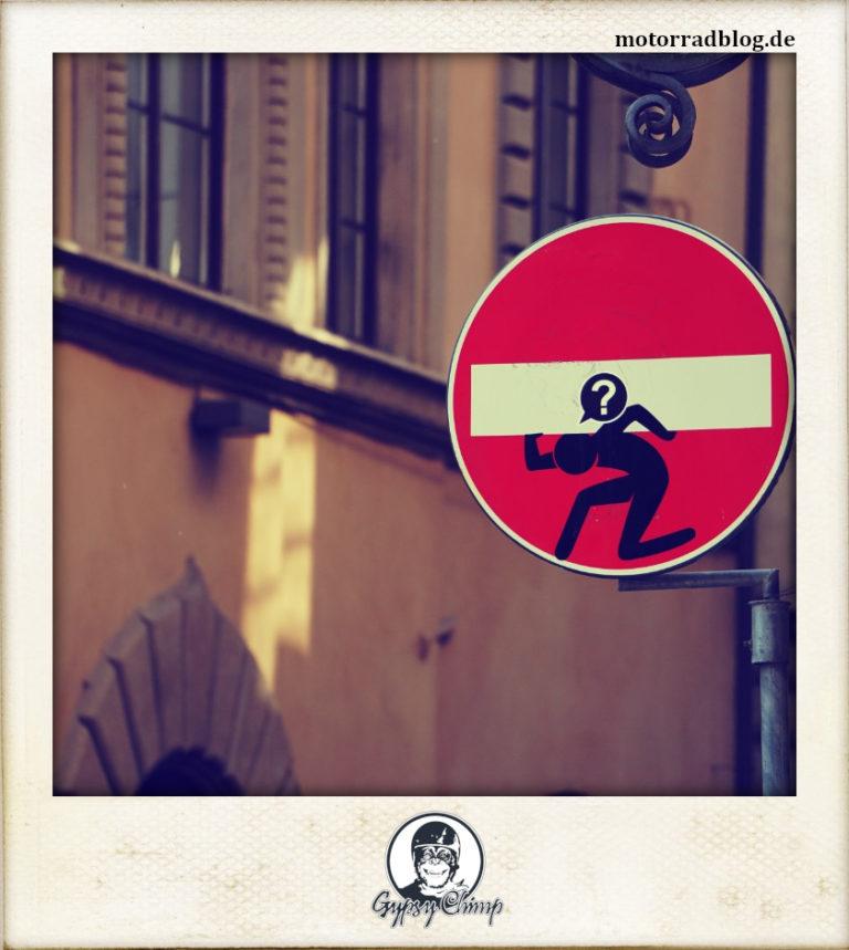 [Hier ist eigentlich ein Bild: Einbahnstrassenschild.]